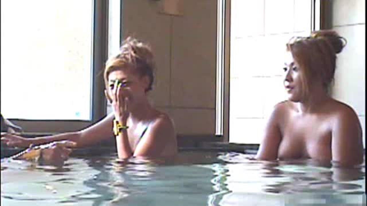【盗撮動画】単刀直入にいって危険過ぎ!旅館に宿泊したギャル御一行様の生チチマ●コを女子風呂で激写!