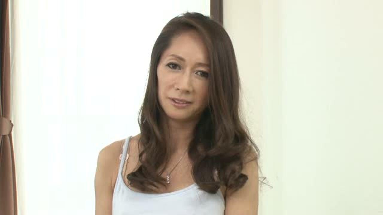 【企画もの】素人のセレブマダムの淑女が初脱ぎ初撮りAVデビューする人妻ナンパ企画