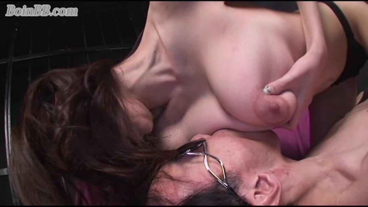 【乳舐め吸い】①ベストオブベスト  四つん這いの垂れ下がったホルスタイン乳を下から揉み舐め吸う!!