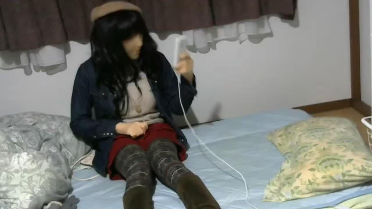 お人形さん(♂)が新しく買った服で自慰 female mask masturbation