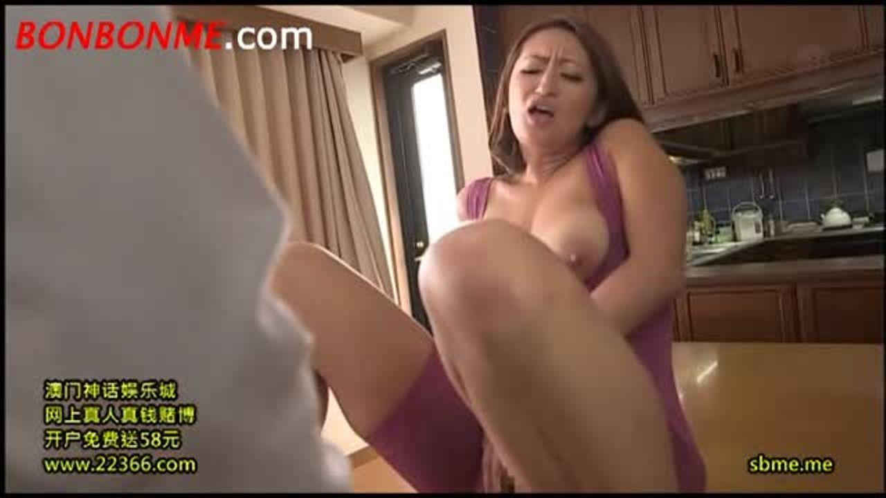 時々おとなブログ 熟女セックスアダルト動画:矯正下着で浮き立つ母さん・男に股間揉まれフェラチオ中出しSEX色っぽい熟女動画