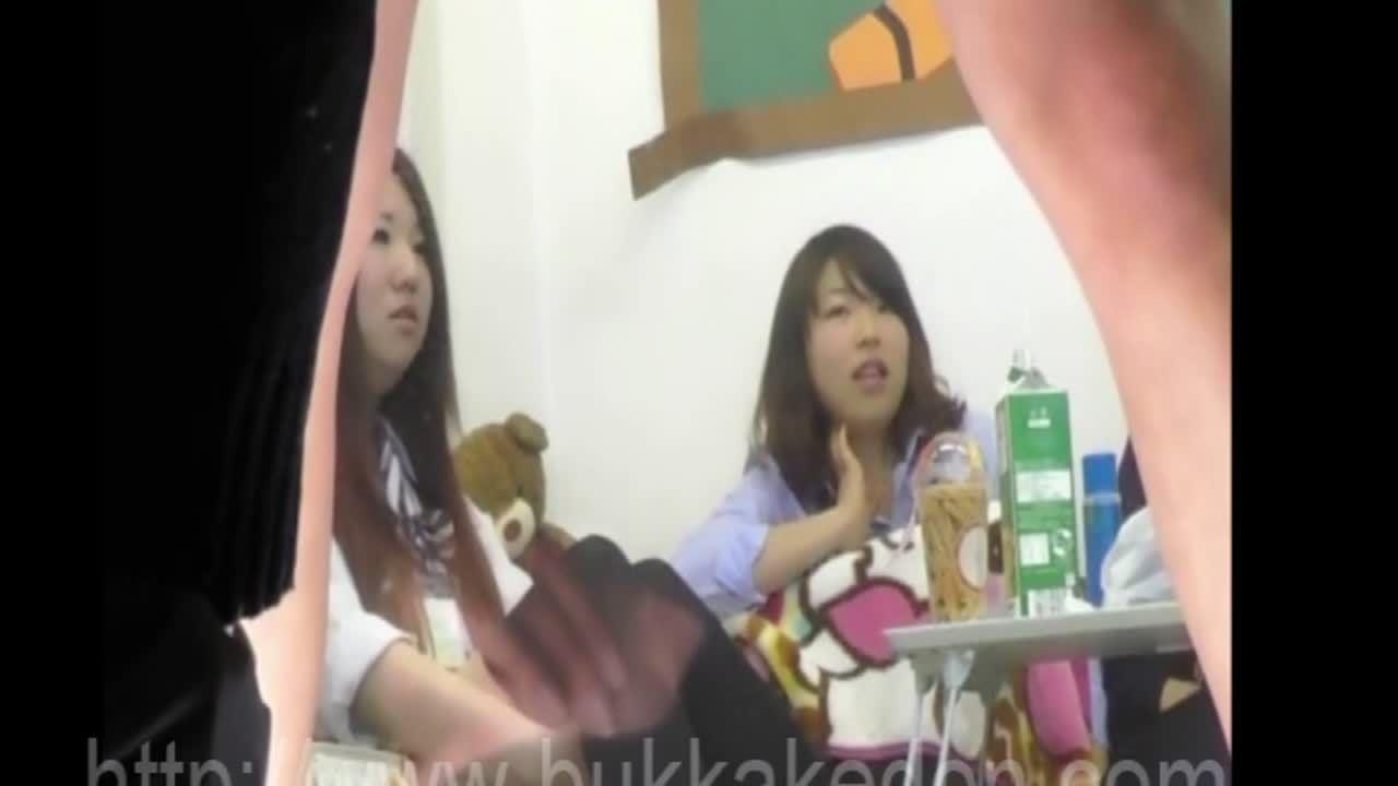 JK見学クラブで事務的にプリケツを見せつけるビッチ娘の盗撮映像w