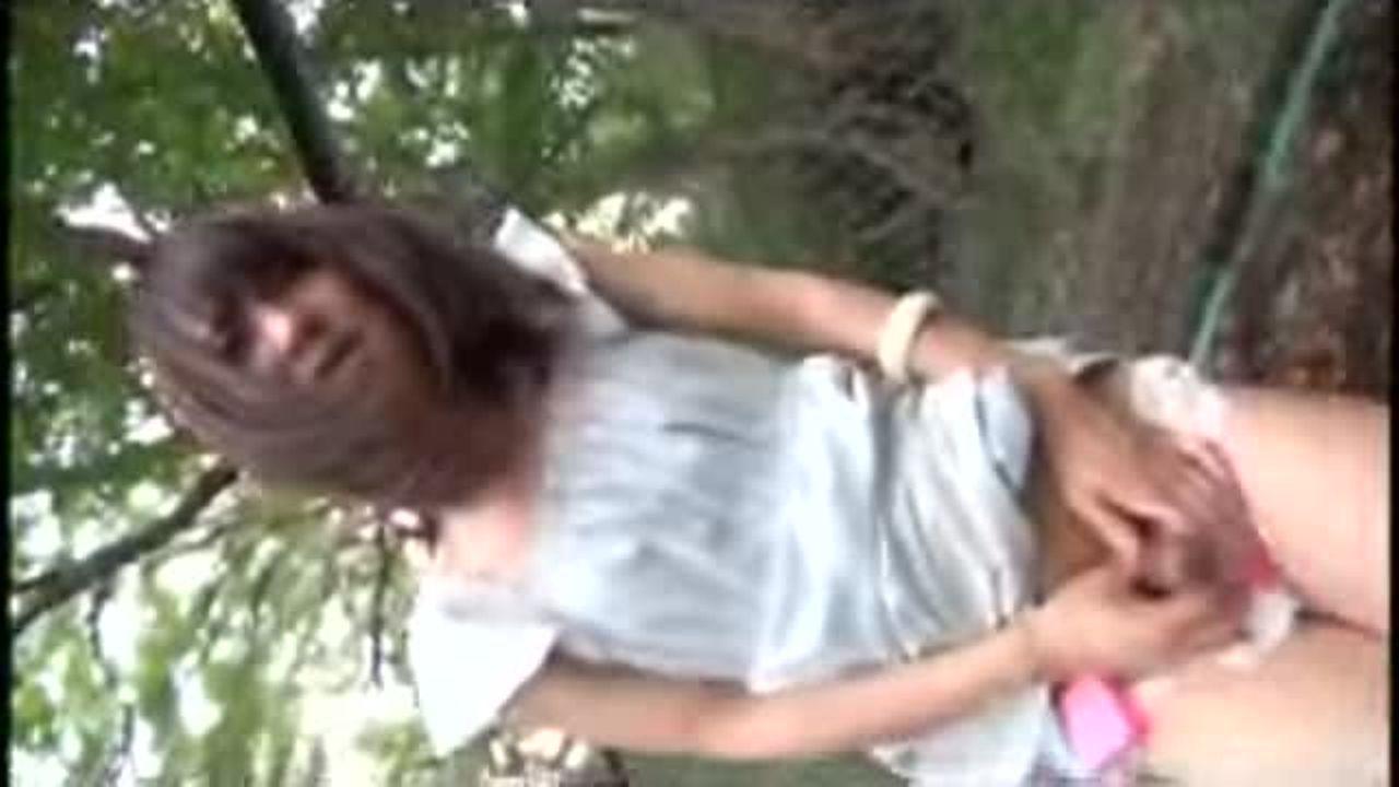 【バイブ ディルド】ニューハーフの男の娘がリモコンバイブをお尻に入れられ野外で羞恥プレイさせられる