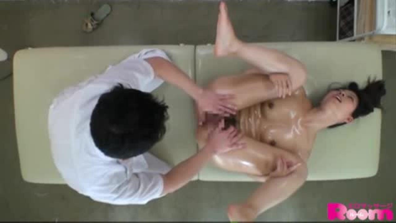 [fc2]【エステマッサージ店でセクハラ施術されるシーン】敏感な少女がよがる