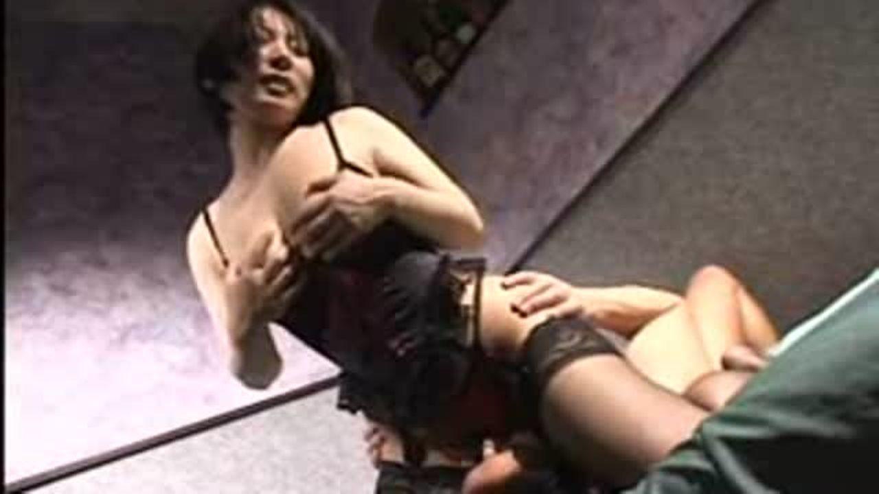 [fc2]黒髪ショートが似合う巨乳熟女に顔面騎乗で痴女られちゃいました