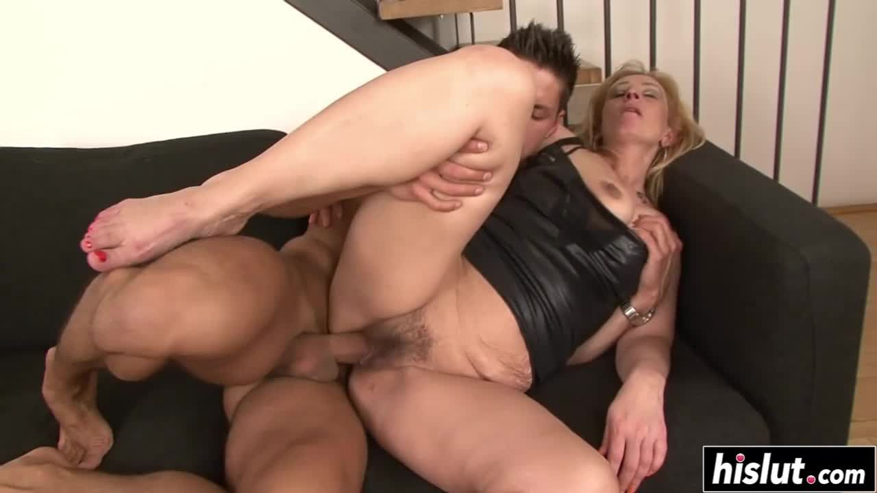 Fat milf riding and sucking a cock