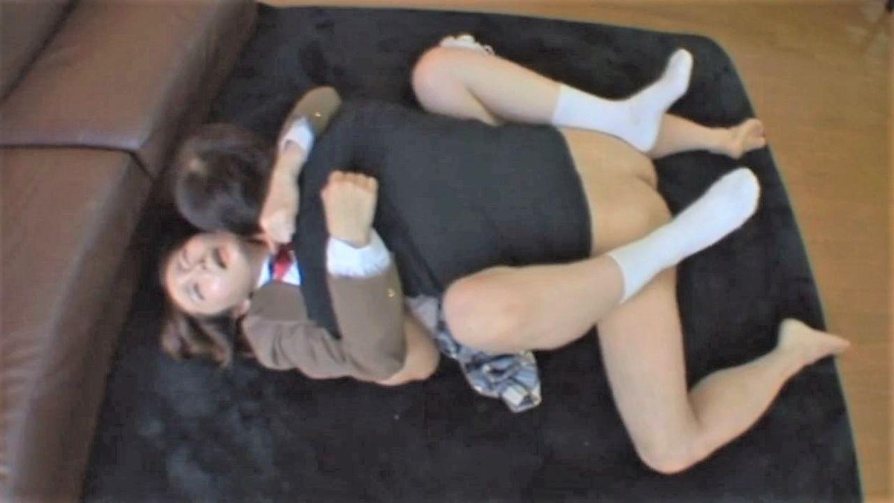 制服巨乳ちゃん可愛すぎる女のディープ過ぎなディープスロートチオと生中.mp4