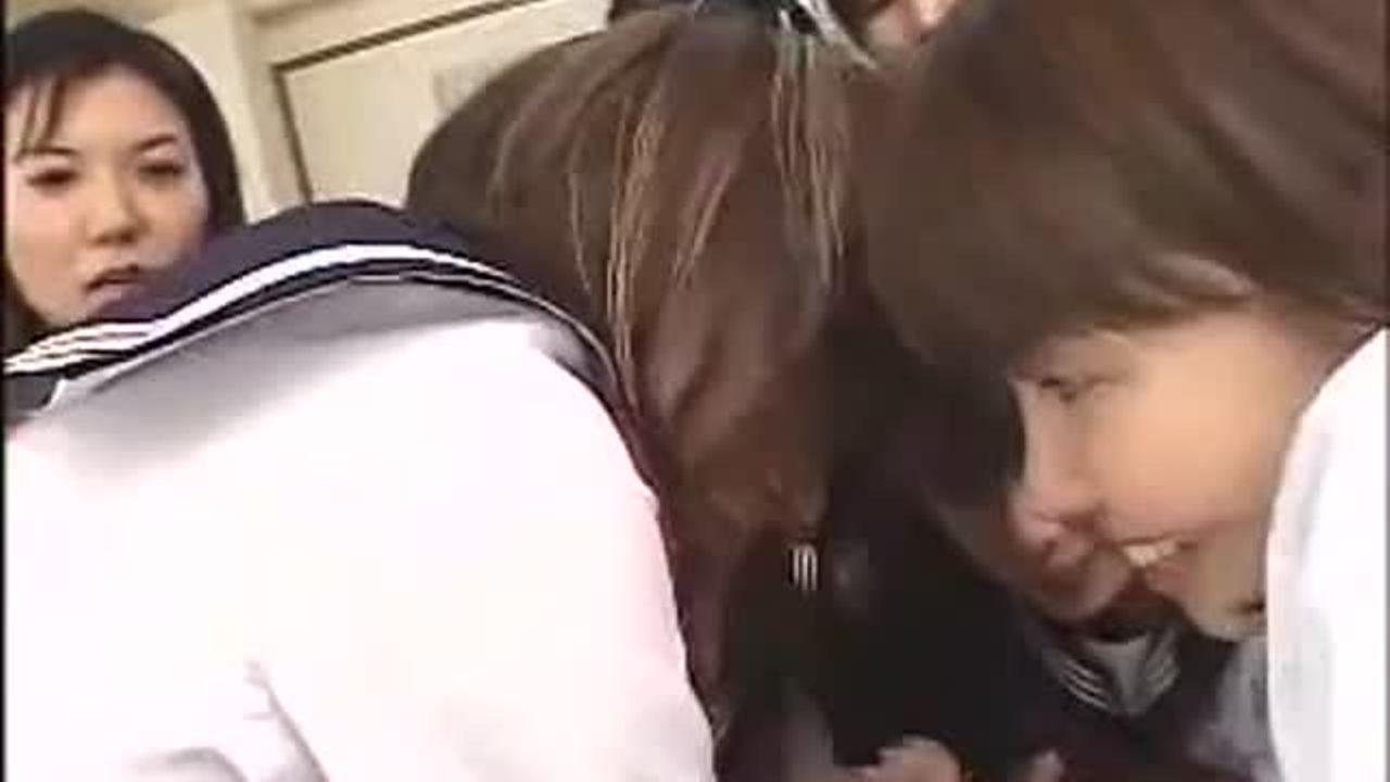 学校に一人だけのBOYを縛りして強引フェラチオチオするドS過ぎる10代小娘☆