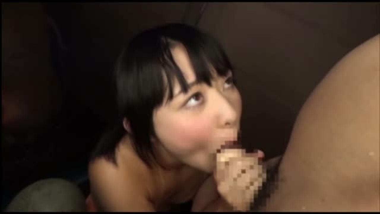 旅館にて、浴衣の素人女性の露出無料おばさん動画。海岸でSMチックな露出...