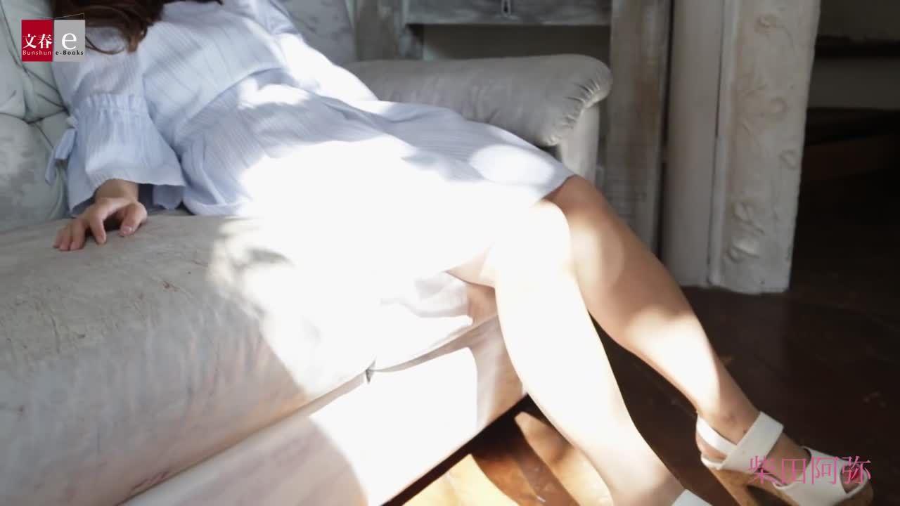 伊東紗冶子、元ミスキャンパスで美巨乳を持つ女子アナでグラビア界を賑わせ始めてた、の旬なボディを動画や画像で
