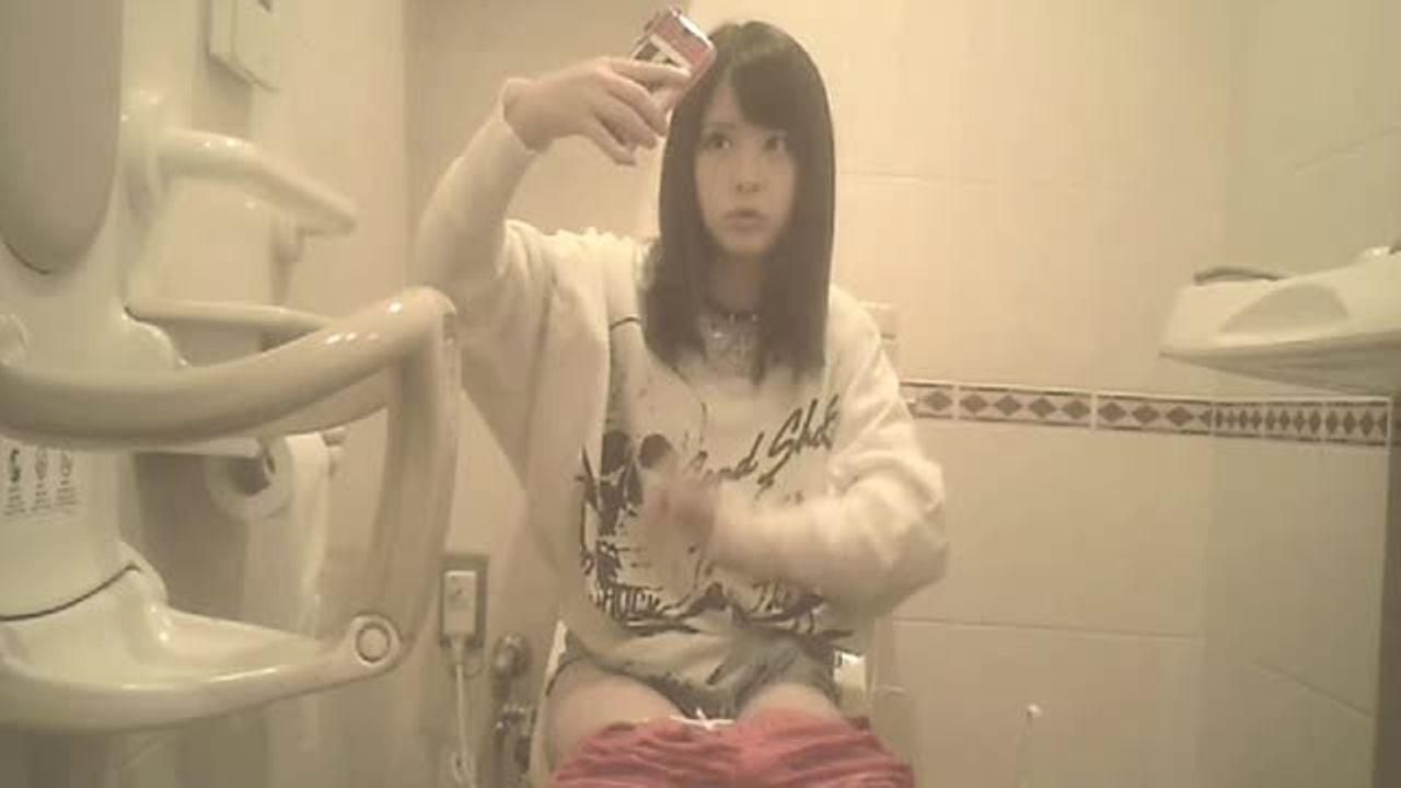 盗撮祭り【動画】メッチャ可愛い美女がトイレで自撮り【ギャル盗撮/XVIDEOS】