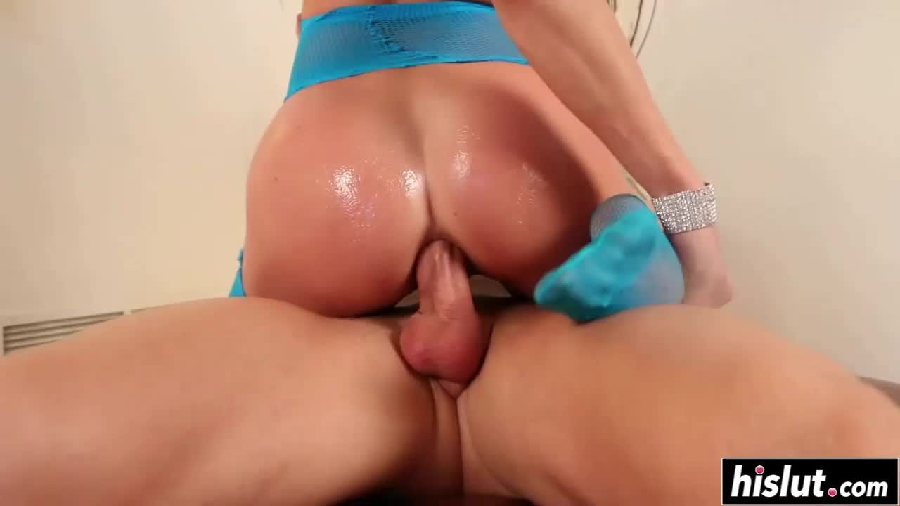 Busty Vyxen Steel rode a fat dick