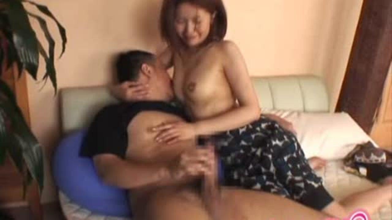 淫乱マダムがオナニーする息子を手伝い美乳を吸わせ手コキ♪