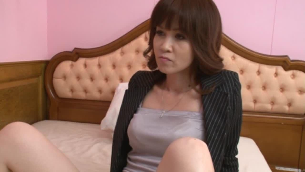 秘書にマン舐めさせる女性社長 東尾淳子