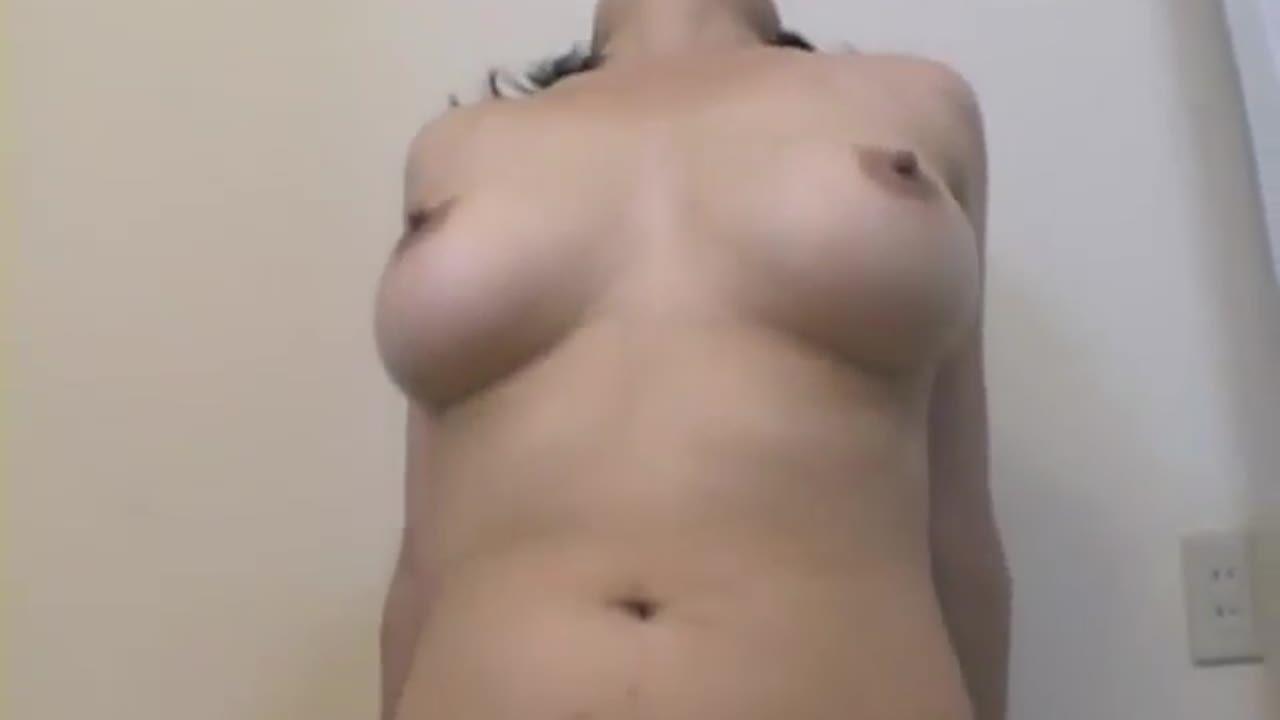 ウシ乳さとみ奥さん。性行為はまるで性欲と性行動が高まる状態期の雌の様にアンアン喘ぎ声を出し、ちんこが奥に当たる快感を何度も楽しむドスケベツマでした。