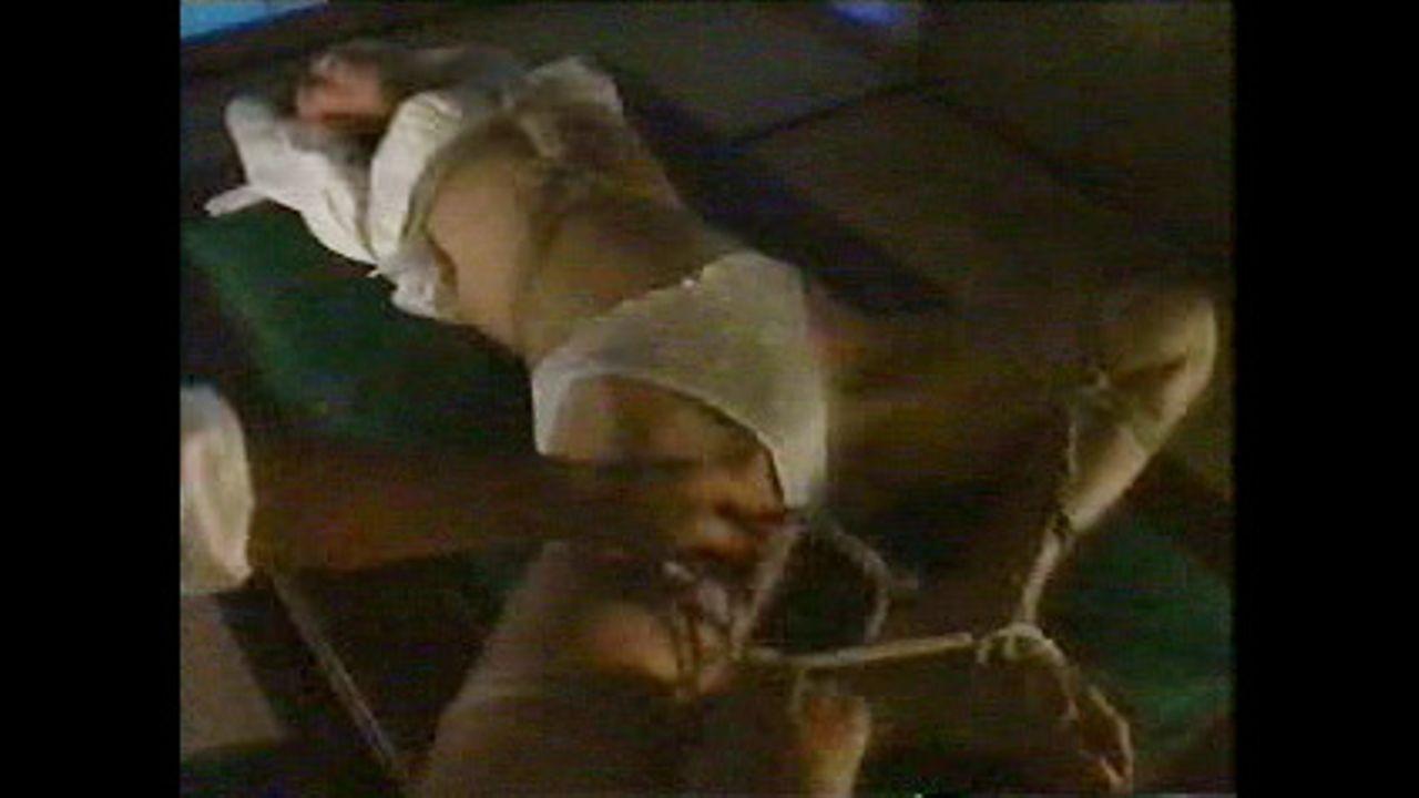 弱みを握られ吊るし上げからの卓上開脚拘束で  ねちっこく凌辱される清楚な人妻。