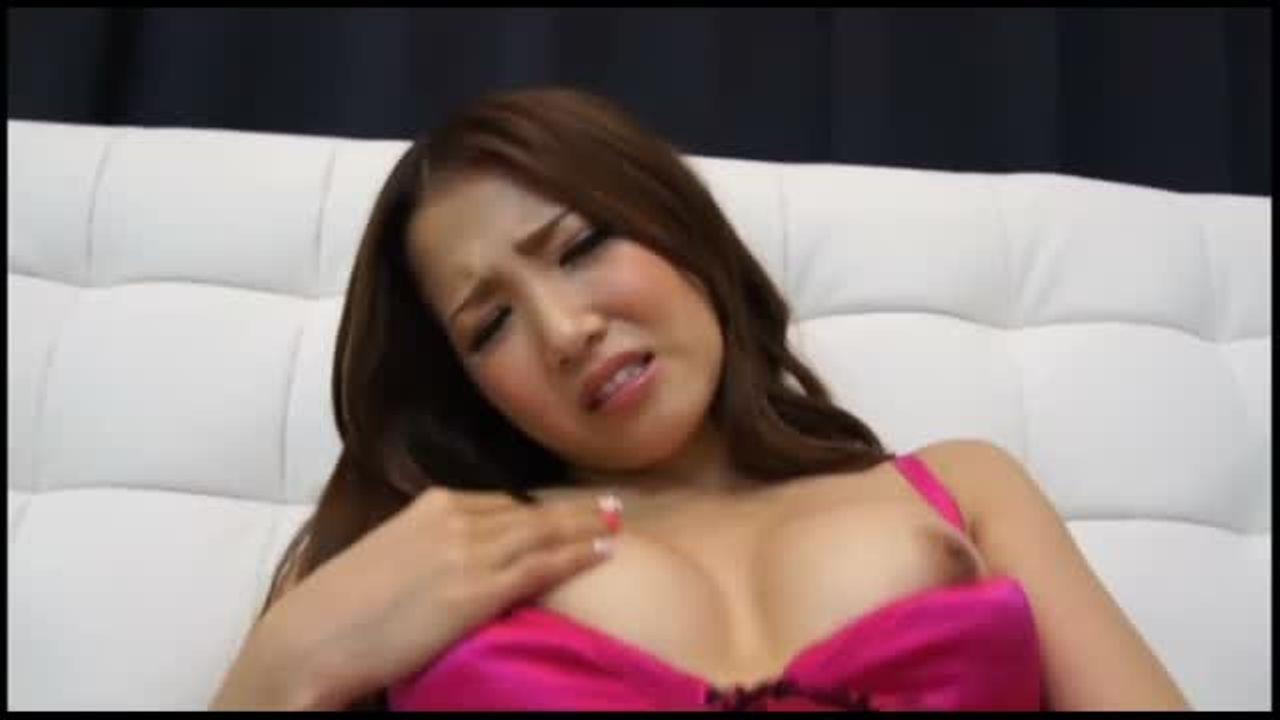 【美乳】元AKB48の板野友美に似ていることでも話題になった『友田彩也香』が本気のオナニー!パンツ越しにまんまんを弄った後は、まんまんを指責め!中盤からはオモチャを使って楽しんでいますよ
