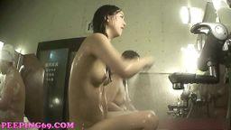 素敵な女の子のお風呂 02