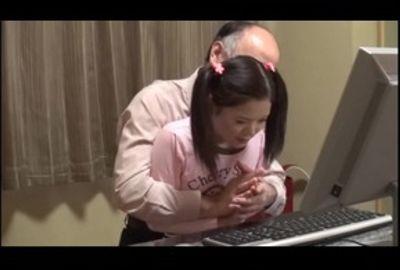 パソコン教室に通う小●生に性的個人レッスン 久保田愛梨