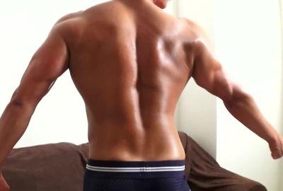 【無料動画】筋肉美、誘う表情、それだけで股間が刺激される