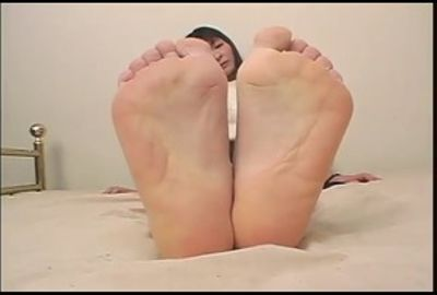 足裏を見せる女  GLD-025
