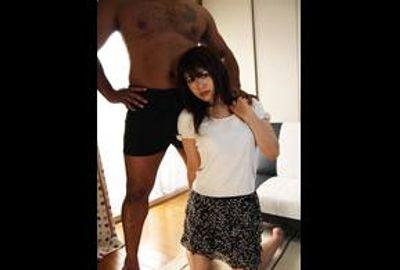小柄なカラダに豊満なおっぱいを持つかわいい奥さんが初めての黒人交尾に狂乱!