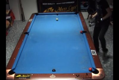 ビリヤード超絶トリックショット; Super Pool Trickshots with Mezz Masse Cue by Florian 'Venom' Kohler [HD]