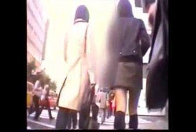 【素人パンチラ】知的キリッと系女子に密着&オンナ隠し撮り師の激写映像 4