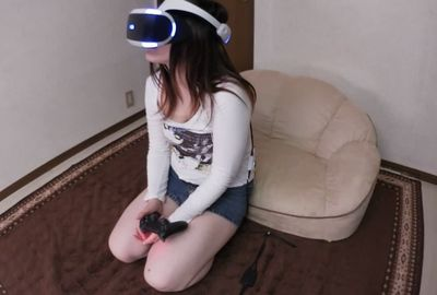 VRしている無防備状態の娘のパンチラ みやびちゃん[FHD]