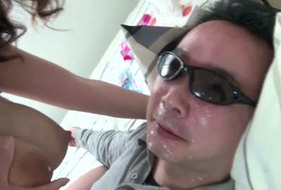 【リクエスト第6弾】区民会館で働く奥さんの母乳と唾で顔がテカテカになりました
