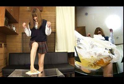 ★★足裏フェチ★★シュークリームをクラッシュして喜ぶ女**!