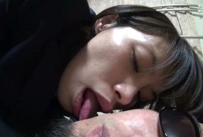 分厚い唇でタコチューキスとディープキス