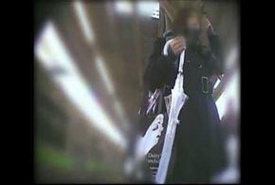 【素人パンチラ】駅で出会った天使&内股、気品ある清楚ガール