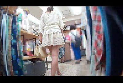 ふりふりスカートのお嬢様風淑女は、ひも状ショーツで・・・!! 8802-027-T