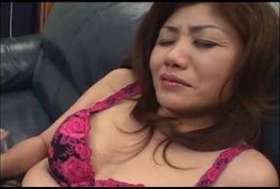激しくカラダを貪られ膣奥に感じる硬い肉棒に女の悦びを感じてしまう恥知らずな奥様 Part 2