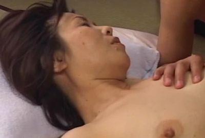 乱れる美人妻3