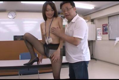 美人すぎる教習所の教官②