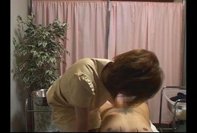 欲求不満の火照った体で来店した客、店には内緒で売春行為へと誘いこむエステティシャンの卑猥密室隠し撮り①