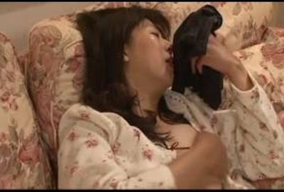 オナニー大好きな熟女たちが思わず大きく足を開いてマ●コを触る!! 4