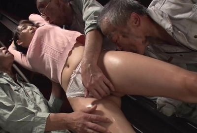 (無料)老働者に輪姦され性●隷と化す巨乳未亡人