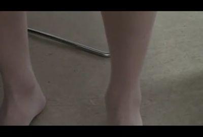 きれいな脚を隠し撮ってみた