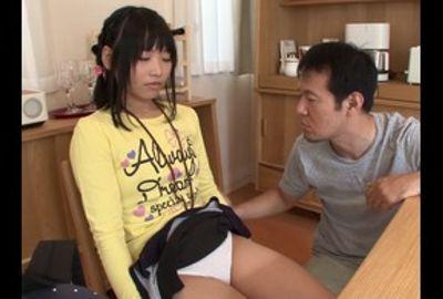独り寂しがる沙希ちゃんにえっちな遊びを教え込む見知らぬおじさん
