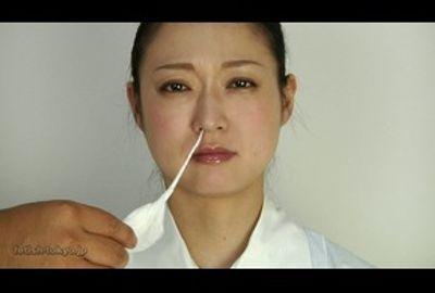 美しき熟女の鼻水観察