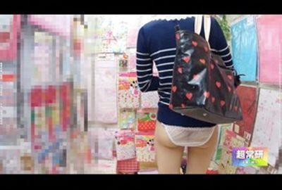 透視カメラ! 女子大生を透視!! 今時の女子大生の下着は・・・ 6881-811