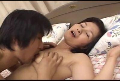 セックス好きの人妻が大量精液をマ●コで受け止める!! 2