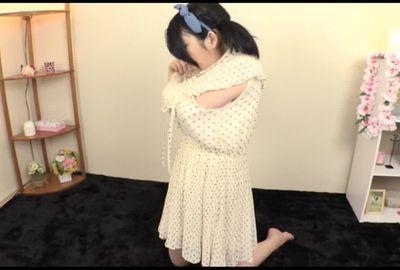 身長145㎝(20歳)の処女 久美ちゃん 初めてのフェラチオ