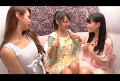 素人レズ?ナンパ♥南米系ニューハーフVS素人女子! Vol.01