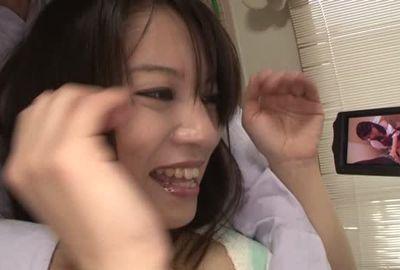 トイレでオナニーを見せてもらいました⇒⇒⇒マ●コは既に本気ツユが!❤チンコ大好きがバレバレのドスケベフェラ