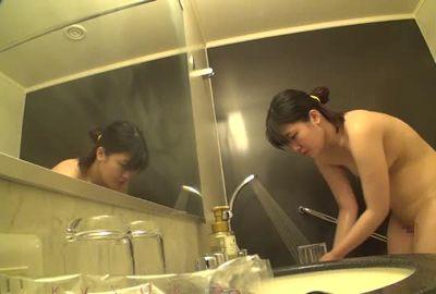 【隠し撮り】ビジネスホテル盗み撮り映像14 大学教授を部屋で待ち準備するデリヘル嬢のシャワー姿を隠し撮り【個人撮影】