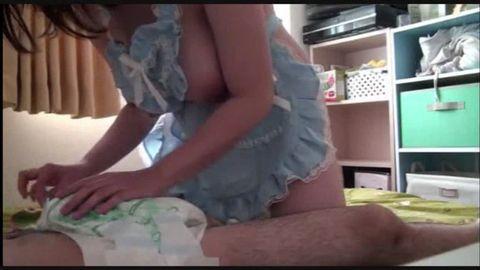 Jカップ爆乳セフレと赤ちゃん授乳手コキプレイ!ドMのJDママは中出しも許しちゃう